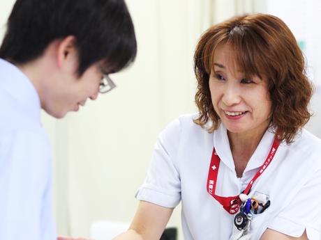 藤野看護師の指導写真